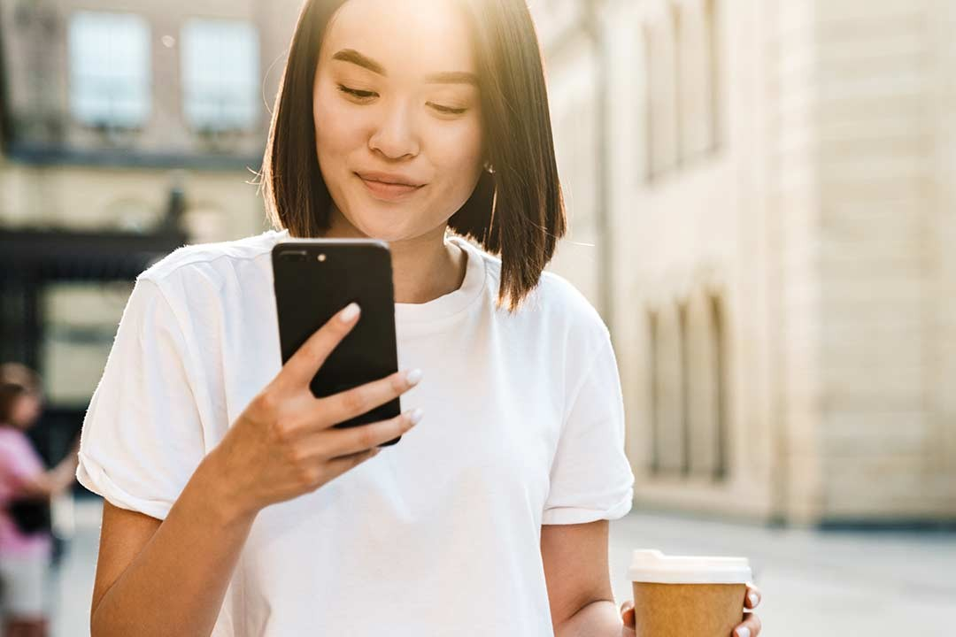 woman-using-mobile-website